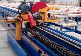 铝型材牵引锯切机